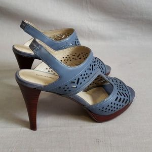 ADRIENNE VITTADINI Sandals Gray Size 8.5 M Leather